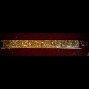 Jewelry - Gold Tone Bracelet w/ Floral Motif